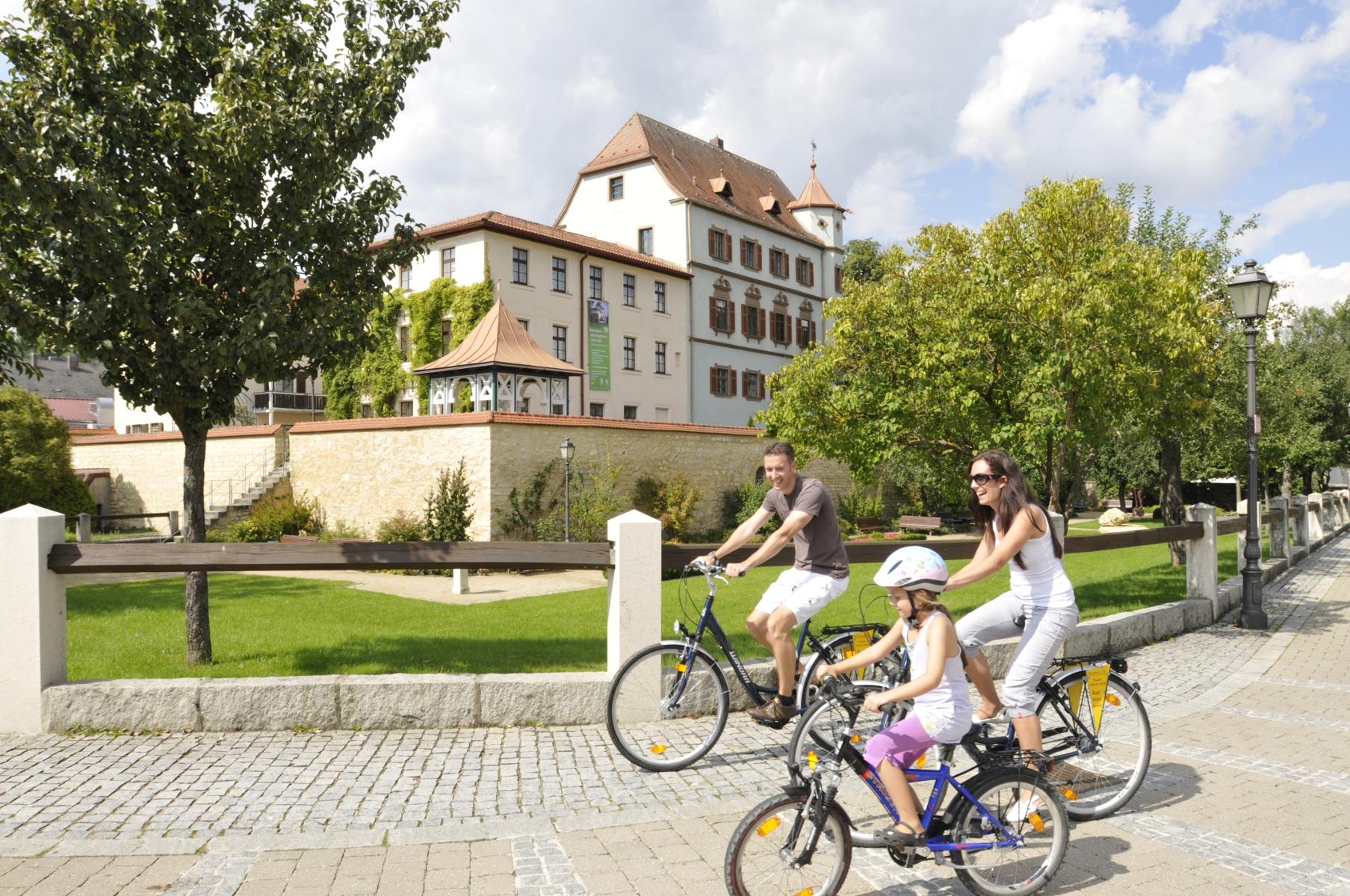 Treuchtlingen Stadtschloss Radler