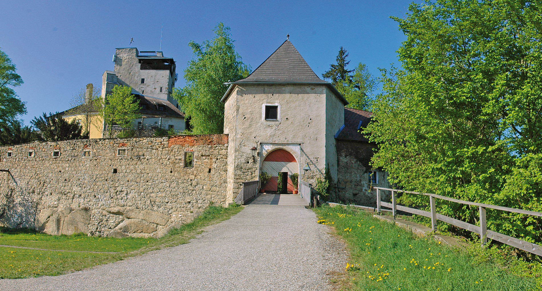Bad Kreuzen Burg Eingang